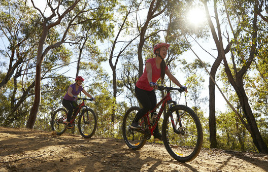 two friends bike riding in the Blue Mountains national park