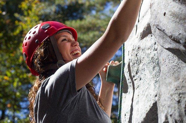 a woman Go rock climbing in the Blue Mountains