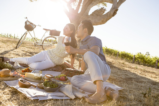 A couple who have stopped to have a picnic while cycling around the Shiraz Trail